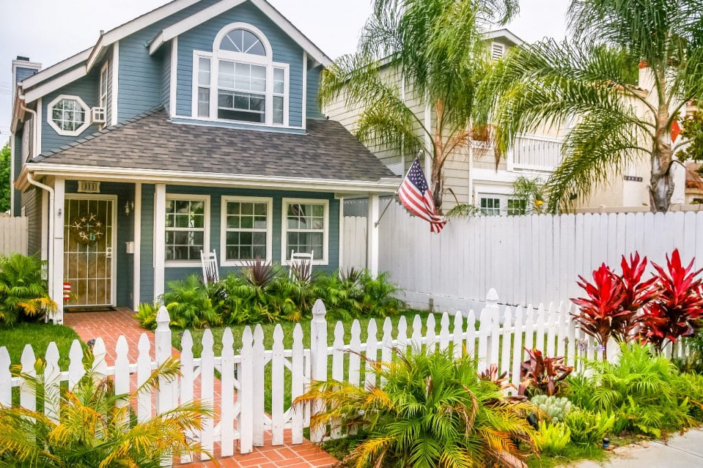 New Custom American Home Design Construction with Lawn white picket fence | Best General Contractor in Los Angeles | High Class Builders
