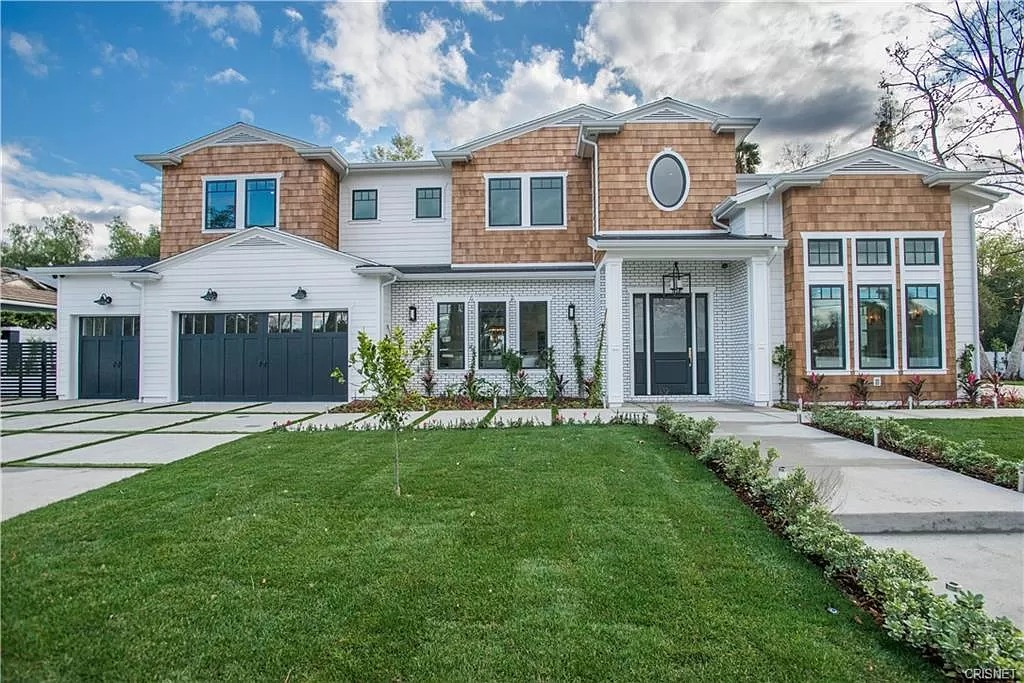 New Custom Home Design Construction with Lawn white and brown | Best General Contractor in Los Angeles | High Class Builders