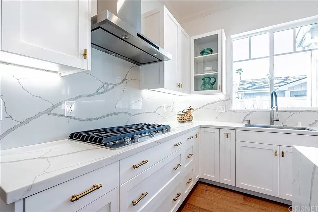 Modern Kitchen Stove Marble Counter White Grey | Best General Contractor for Kitchens in Los Angeles | High Class Builders